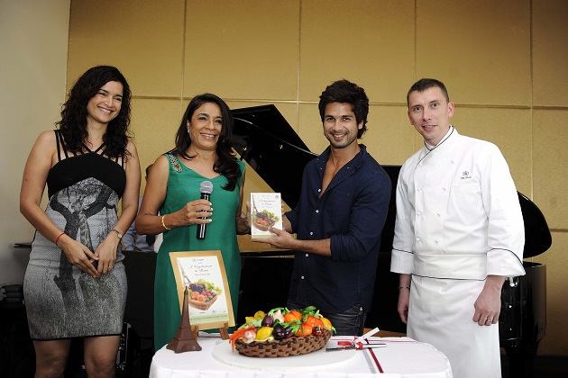 Shahid Kapoor Officially Launches 'A Vegetarian in Paris'